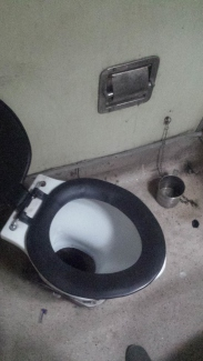 this is the western toilet in 2AC on the way to Mumbai.